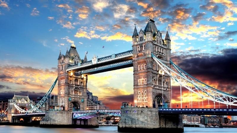 El Tower Bridge de Londres un reclamo turístico entre los viajeros
