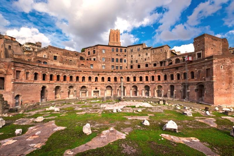 El Mercado Trajano y más monumentos históricos populares de Roma