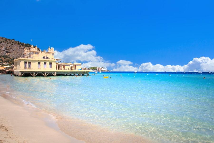 Mondello Beach, una de las mejores playas de Sicilia