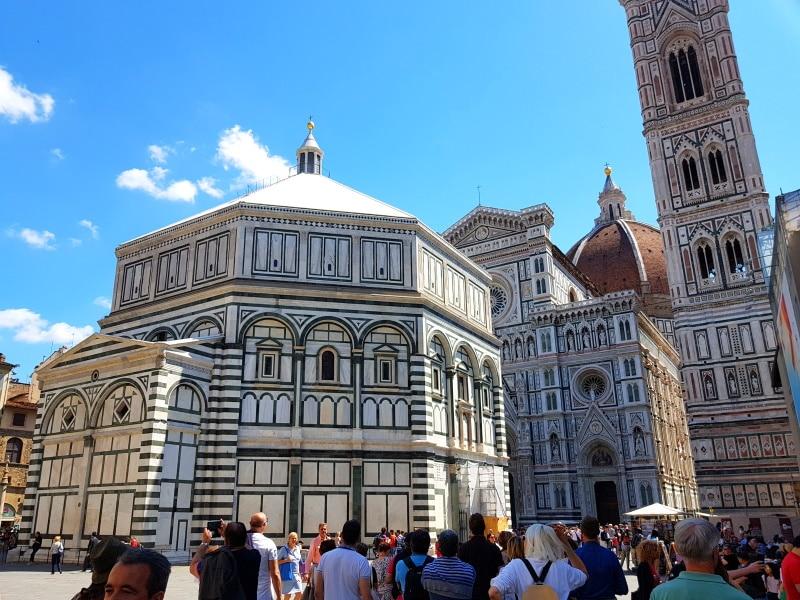 Lugares de Florencia como la Piazza del Duomo