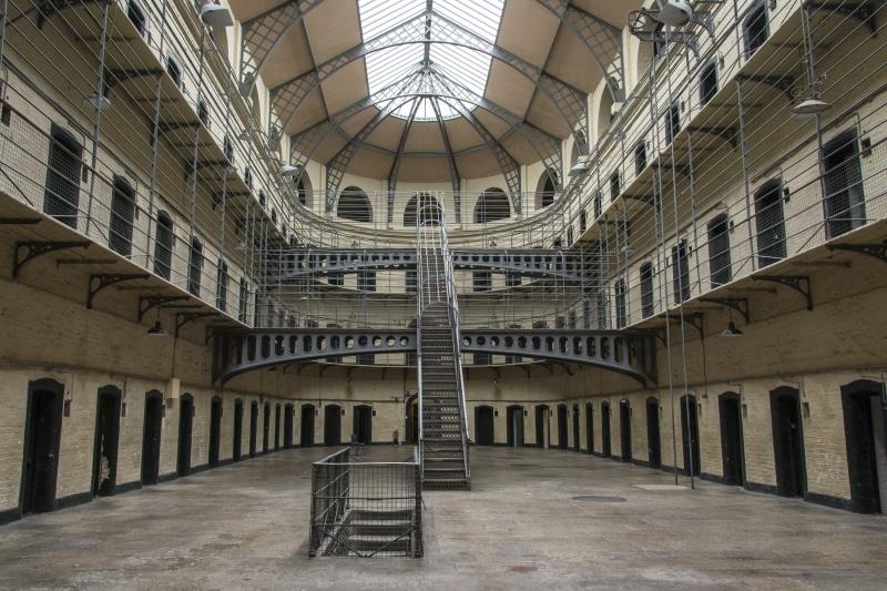 La Cárcel de Kilmainham es uno de los lugares turísticos de Dublín más visitados