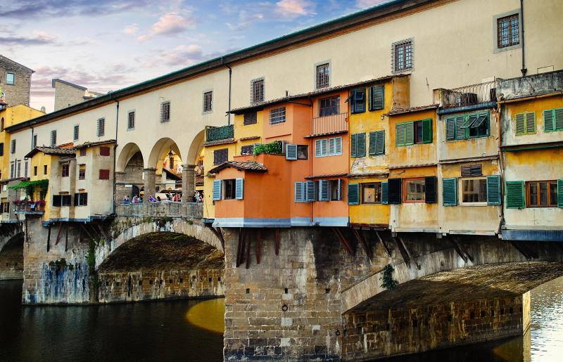 El Ponte Vecchio es uno de los puentes más famosos del mundo