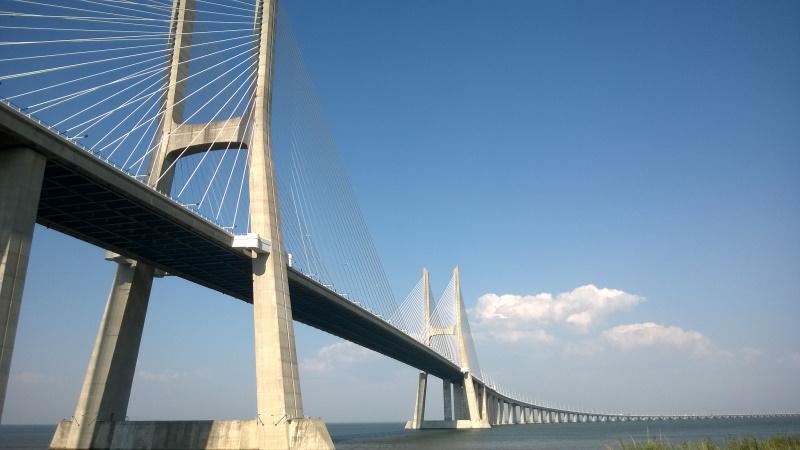 Puente Vasco da Gama en Portugal es uno de los puentes más famosos