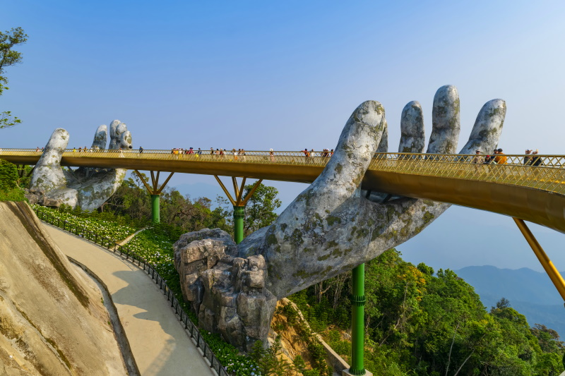 En Da Nang, Vietnam, encontramos uno de los puentes turísticos más populares