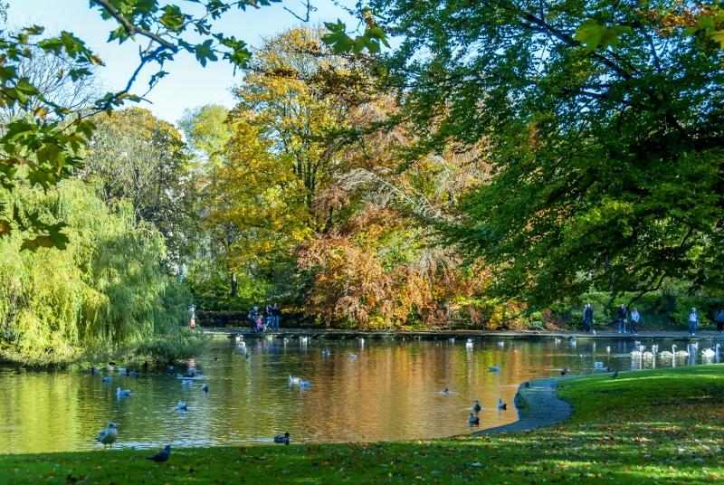 St Stephen's Green Park es muy popular entre los viajeros