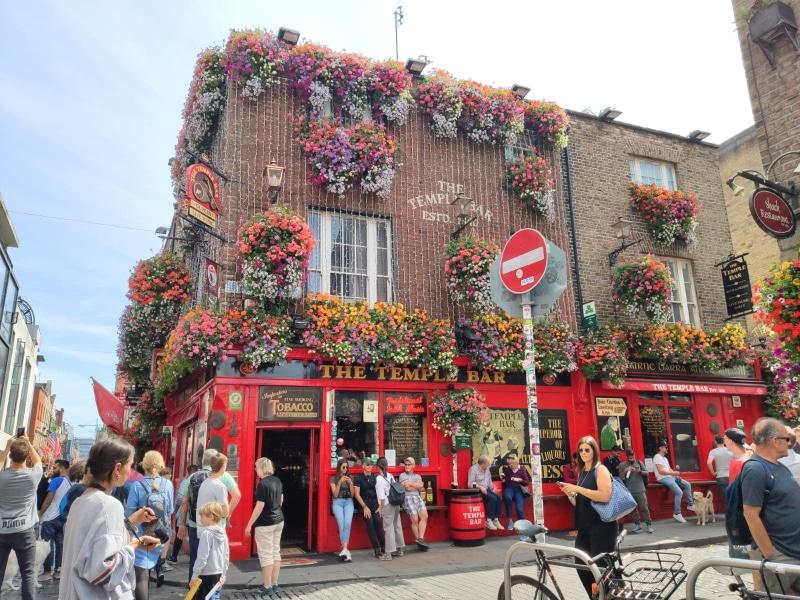 Temple Bar es un punto imprescindible en tu viaje a Dublín