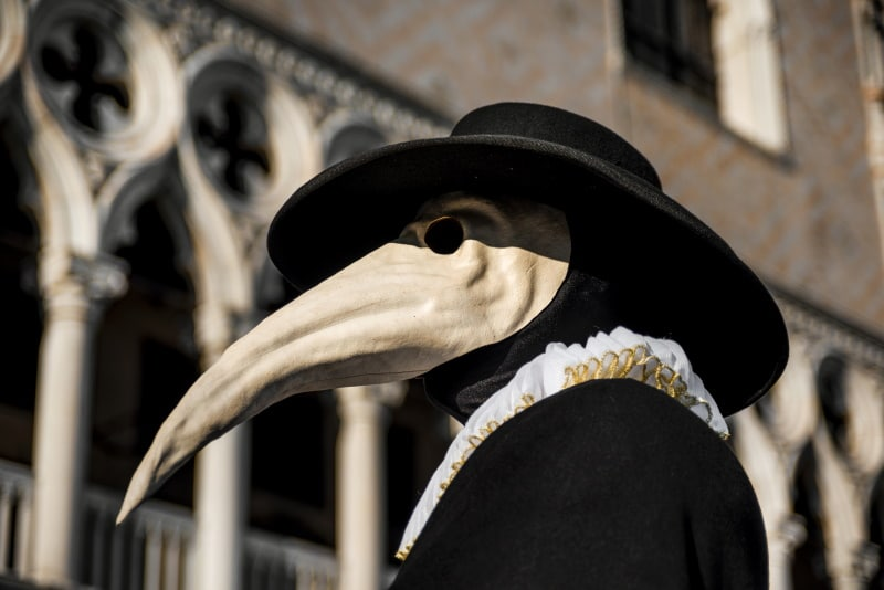 En el Carnaval una de las más famosas es la Máscara del Médico