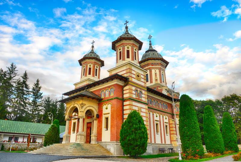 Uno de los mayores atractivos turísticos de Rumanía es el Monasterio de Sinaia
