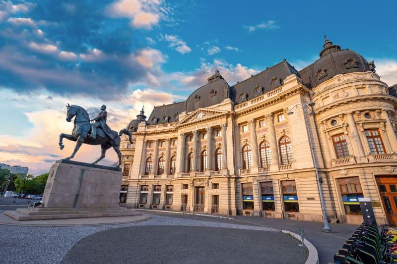 Visita en Rumanía la Plaza de la Revolución