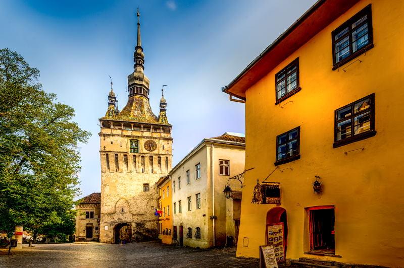 La Torre del Reloj de Sighisoara en Rumanía es uno de los mejores lugares que visitar