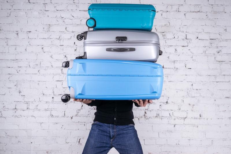 Une tus maletas de viaje mediante correas resistentes
