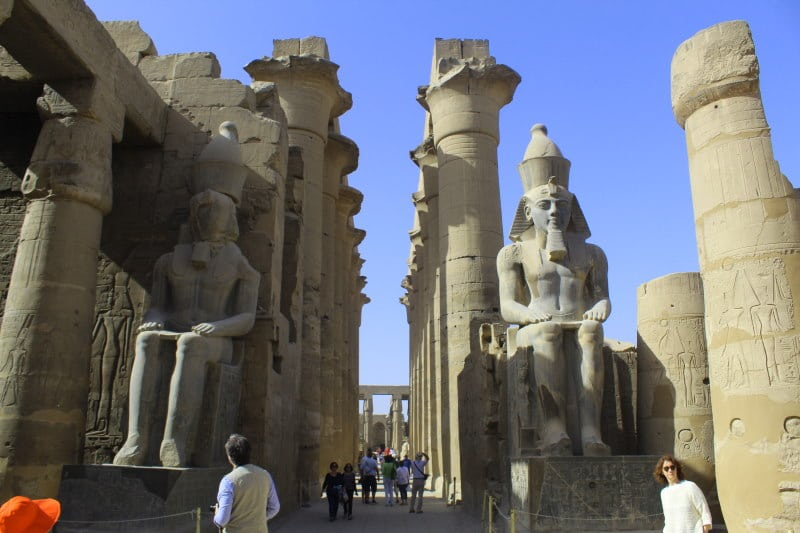Estatuas de Ramsés II, Templo de Luxor