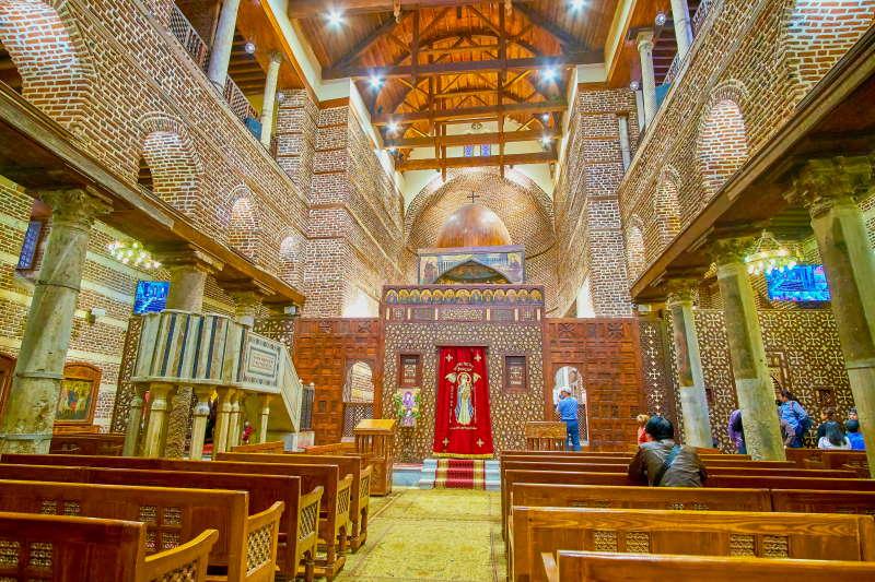 Anda por el Barrio Copto y los templos religiosos
