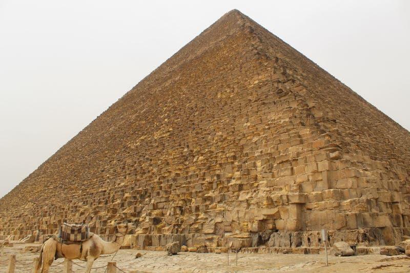 Descubre la Gran Pirámide de Guiza que visitar en El Cairo