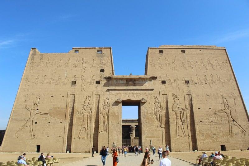 Visita el Templo de Edfu al viajar a Egipto todo incluido