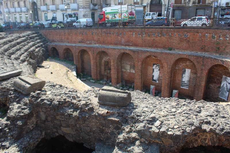 Adéntrate en el Anfiteatro romano de Catania
