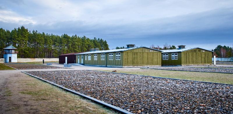 Varios barracones del campo de concentración