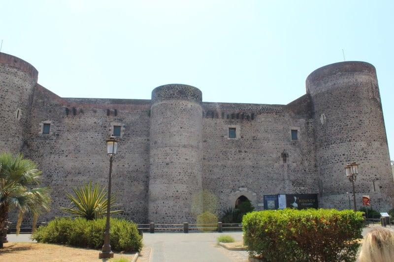 Descubre el Castillo Ursino, la fortaleza inexpugnable