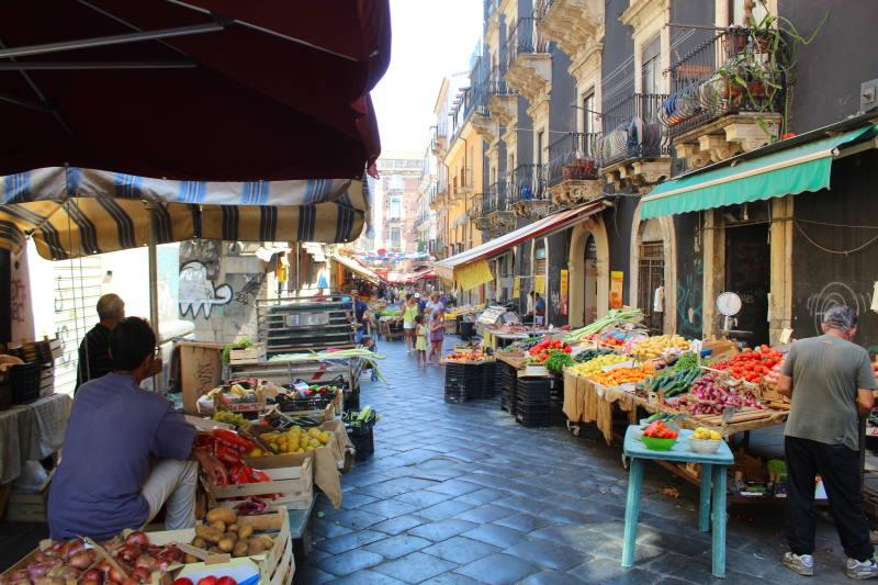 Descubre los productos frescos de la Pescheria de Catania