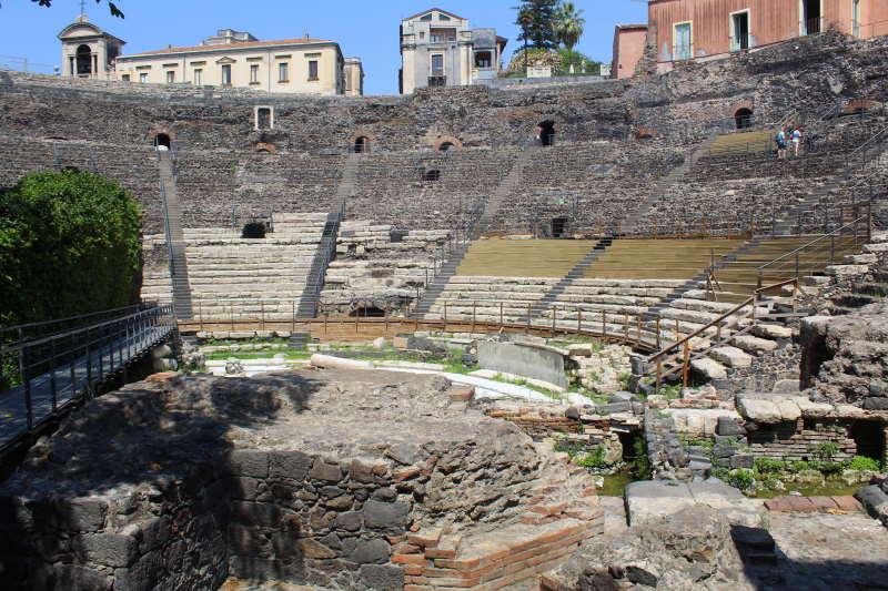 Conoce el Teatro romano, uno de los mejores puntos que ver en Catania