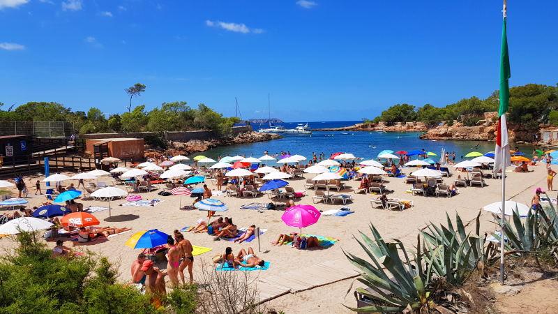 Adéntrate en Cala Gració y conoce sus bellas playas