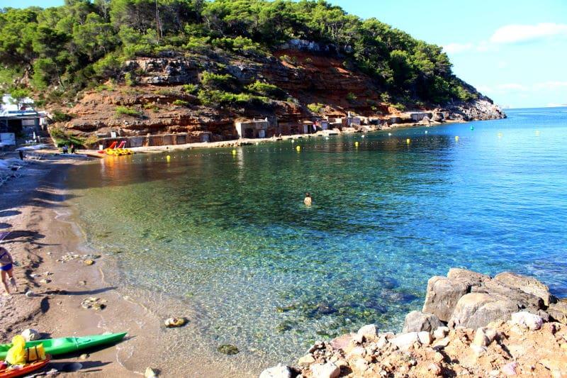 Cala Salada, una de las mejores calas de Ibiza