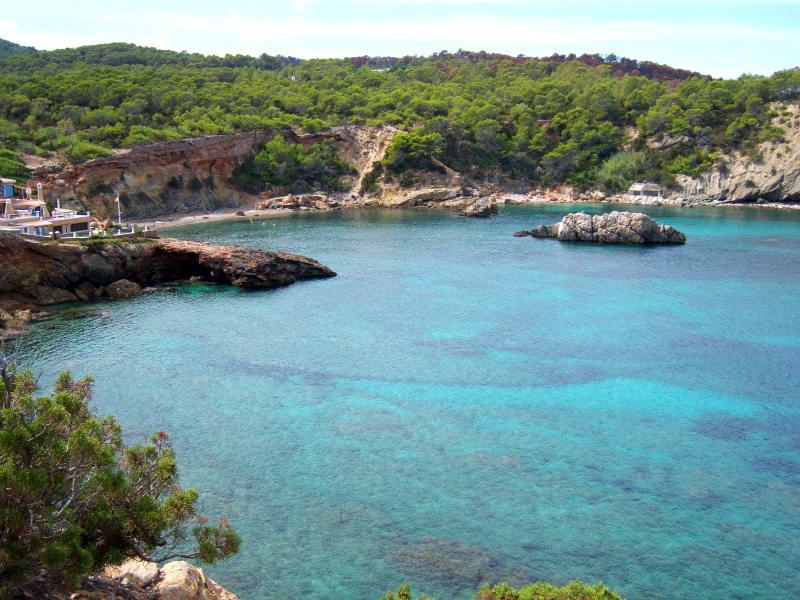 Cala Xarraca, una de las más bonitas de la isla