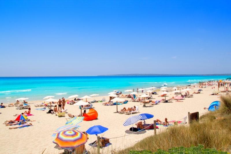 Playa de Migjorn, una de las mejores playas y calas de Formentera