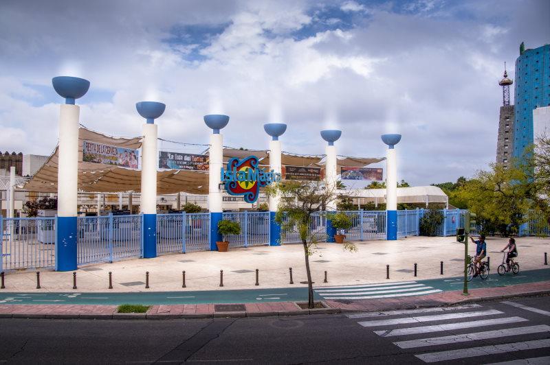 Visita uno de los parques de atracciones de España, Isla Mágica
