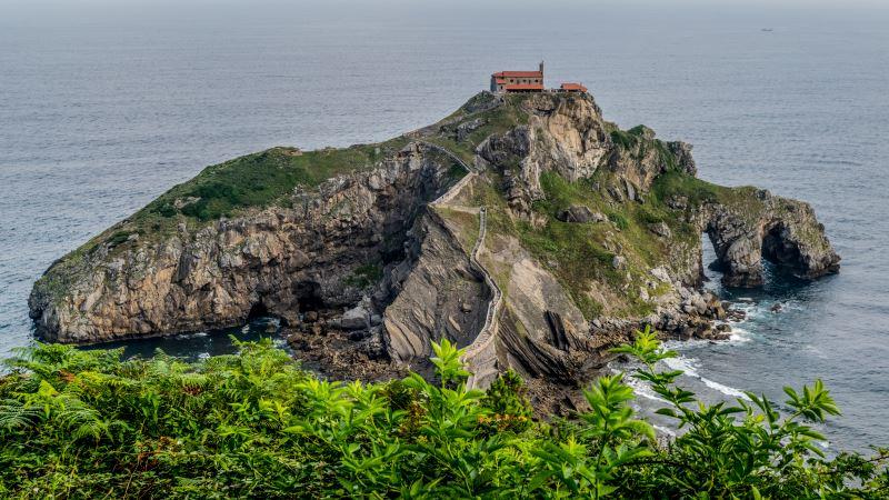 Conoce uno de los lugares que visitar en el País Vasco, la Ermita de San Juan de Gaztelugatxe