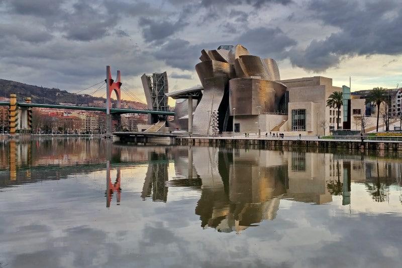 Visita el Museo Guggenheim, uno de los mejores sitios que visitar en el País Vasco
