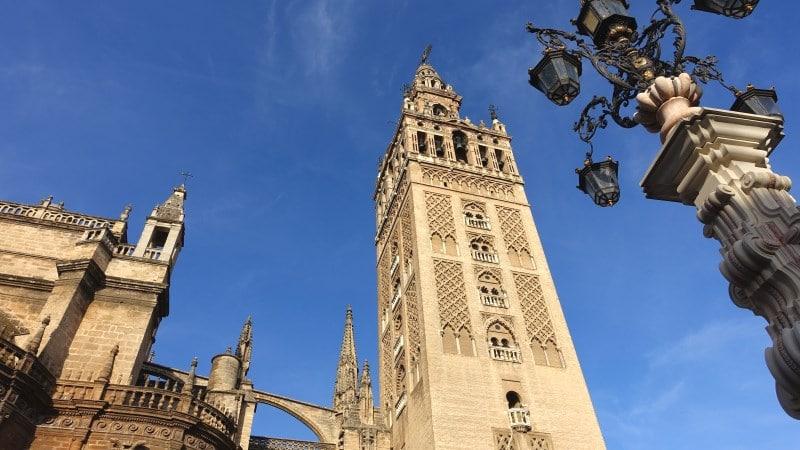 Visitar la Giralda, una de las actividades que hacer en Sevilla